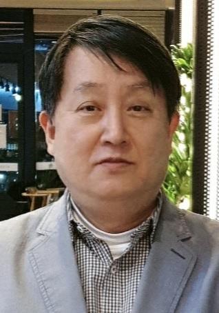 4. Prof. Lee Hyang-Burm